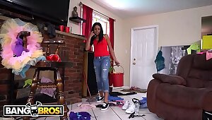 BANGBROS - Latin Familial Vienna Coloured Accepts My Indecent Proposal