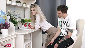 Teen blonde finds time for quick coitus with her discombobulated BF