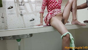 Husband bhar jane ki bad bhabhi ko cookhouse me chuda HD hindi